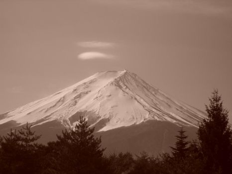 Fuji-san reveals her beauty by Linni1326