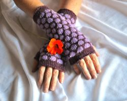 Purple and Lilac Knit Gloves by NitkaAG
