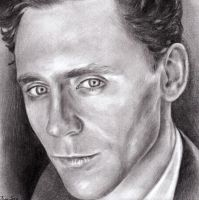 Tom Hiddleston by molkomolko