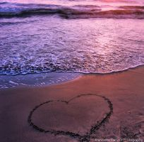 Love on the beach by FrancescaDelfino