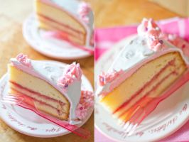 Strawberry- Vanilla Cake by KristieM