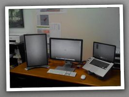 Dual External MBP Monitors 600 by hotiron