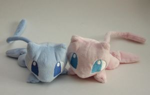 Mew plushies by Yukamina-Plushies