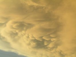 Mammatus Clouds by laurenn203