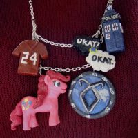 fandom necklace by reine-des-macarons