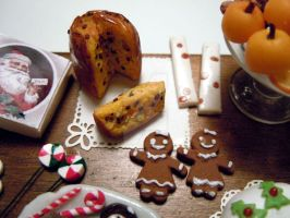 Gingerbread girls + panettone by miniacquoline