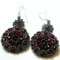 Sanguin beaded earrings by Sol89