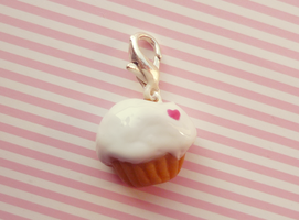 Cupcake charm by Kyandi-charms