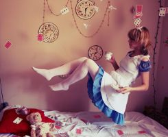 Alice In Wonderland by neon-lilith