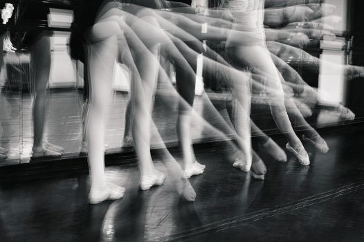 Legs in movement by Dionisic