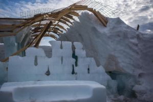 The end of an icehotel #2 by grumsetuff
