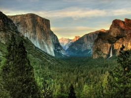 Yosemite Valley by La-Vita-a-Bella