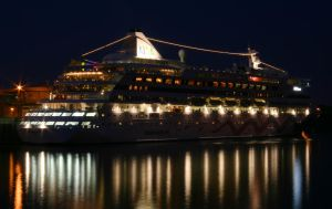 Montreal Cruise Ship by vmulligan