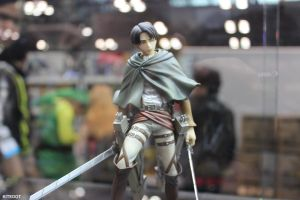 NYCC 2014: Levi Figure looking cool POSE NOW! by Kitedot
