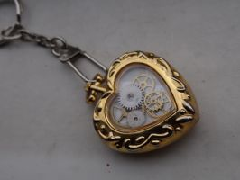 Steampunk heart key chain by Hiddendemon-666