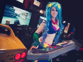 Arcade Sona Cosplay: League of Legends by SNTP