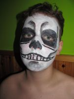 Facepainting- skull by Aldenan