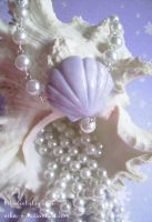 Glittery Shell necklace by Nika-N
