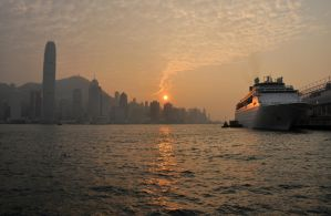 Sunset on Fragrant Harbour by Craukette