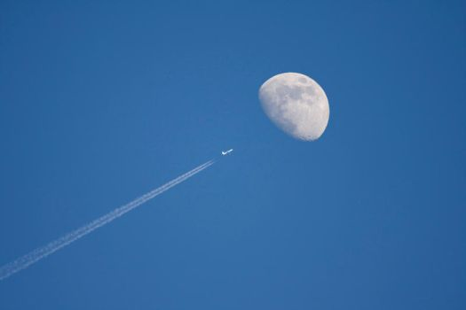 Flying to the moon by RuBa1000