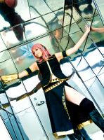 Luka - Mirror Box Mime 2 by BertLePhoto