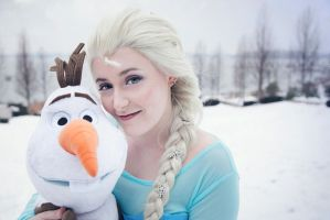 Elsa - Do You Wanna Build A Snowman? by Nyxiie