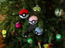 Crochet Pokeball Ornaments by Taikxo