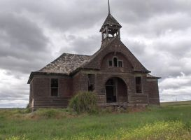 Abandoned Schoolhouse by exdraghunt
