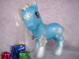 Winnie The Winter Pony by customlpvalley