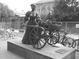 Molly Malone by maitelivingdeadsoul