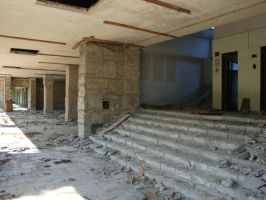abandoned building - stairs by Allaniya