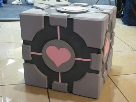 Giant Companion Cube by AkizuRyuuri