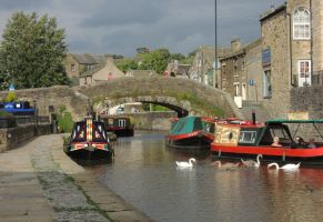 Leeds Liverpool canal by piglet365