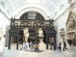 V and A statues by photodash