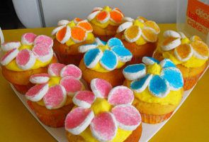 Marshmallow Flower Cupcakes by cakecrumbs
