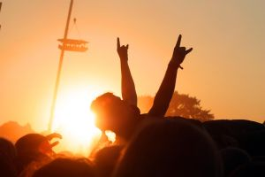 Crowdsurfer to the sun by THofmann79