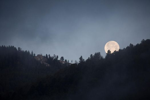 Yellowstone Moon by deseonocturno