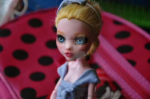 Alice (Monster High Draculaura repaint) by theugliestwife
