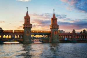 Oberbaum Bridge by INVIV0