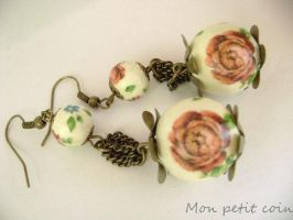 Decoupage roses earrings by monpetitcoin