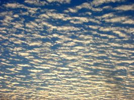 Streaks of clouds V2 by anuhesut