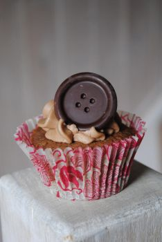 Chocolate Chip Button Cake by C-Saur