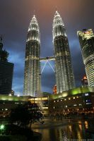 Petronas Twin Towers at Dusk by garion