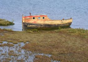 derelict boat at Orford by popicok