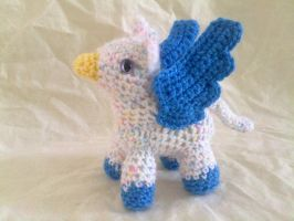 White Speckled Pigmy Gryphon by hollyann