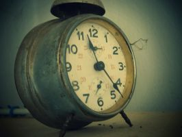 old clock by zuzink