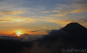 Sunrise at Dieng Plateau by jedipermadi