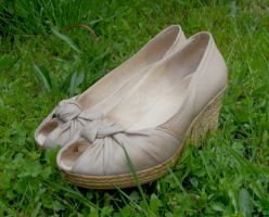 Shoes. by memoire-blanche