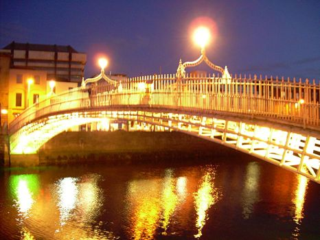 Night View of Ha-Penny Bridge by OhJolly
