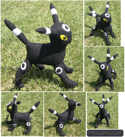 Shiny Umbreon Plushie by racingwolf
